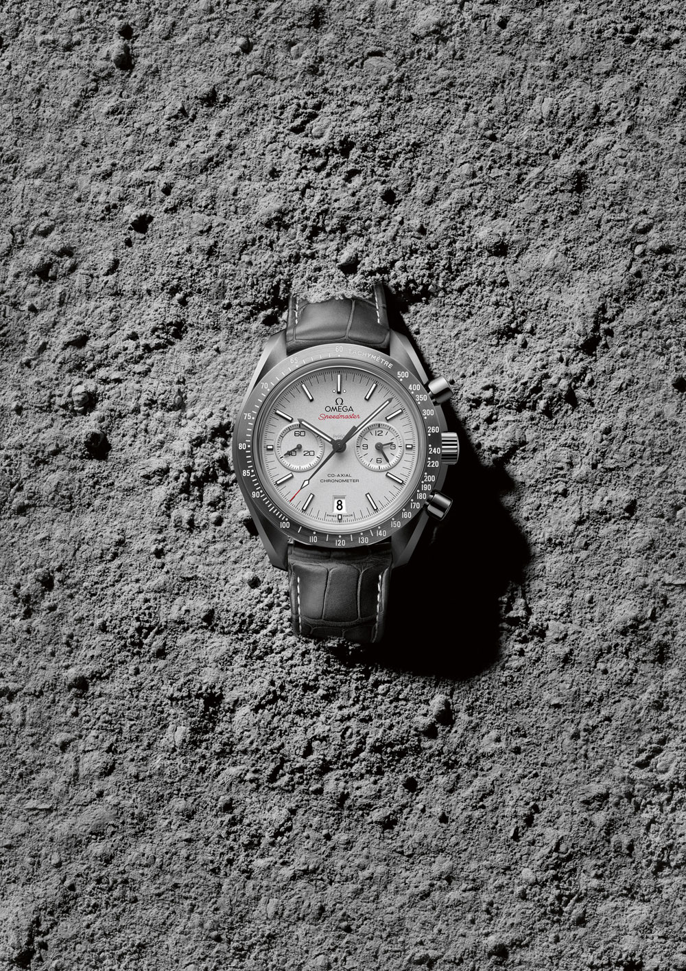 OMEGA-Speedmaster-Grey-Side-of-the-Moon_311.93.44.51.99.001_ambiance